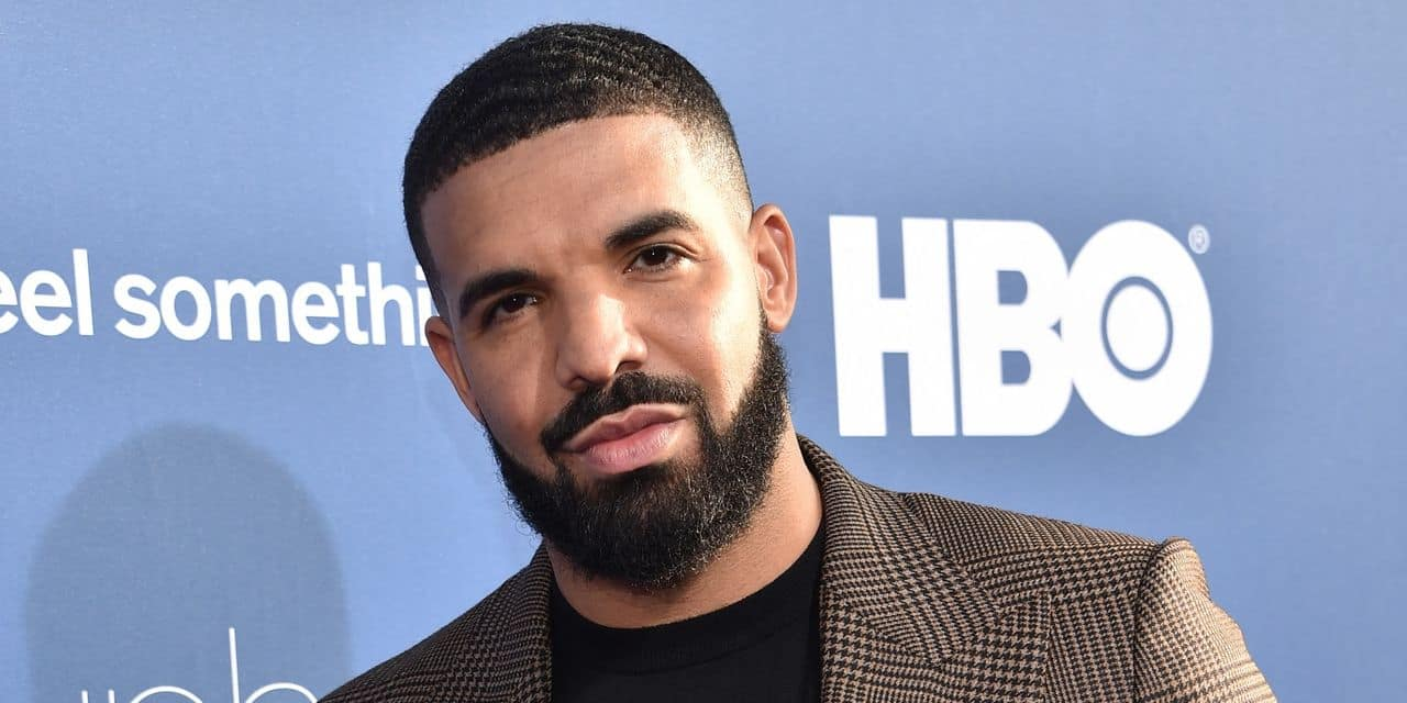"""Drake s'affiche avec le vrai """"Loup de Wall Street"""" au restaurant"""