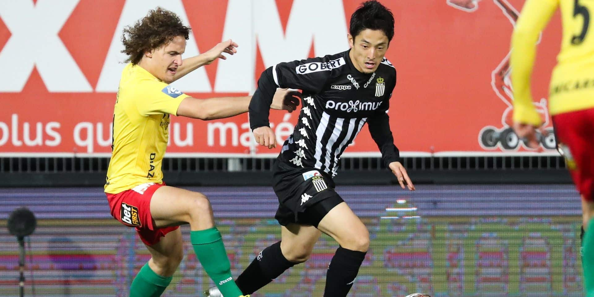 Oostende's Wout Faes and Charleroi's Ryota Morioka fight for the ball during a soccer match between Sporting Charleroi and KV Oostende, Saturday 09 February 2019 in Charleroi, on the 25th day of the 'Jupiler Pro League' Belgian soccer championship season 2018-2019. BELGA PHOTO VIRGINIE LEFOUR