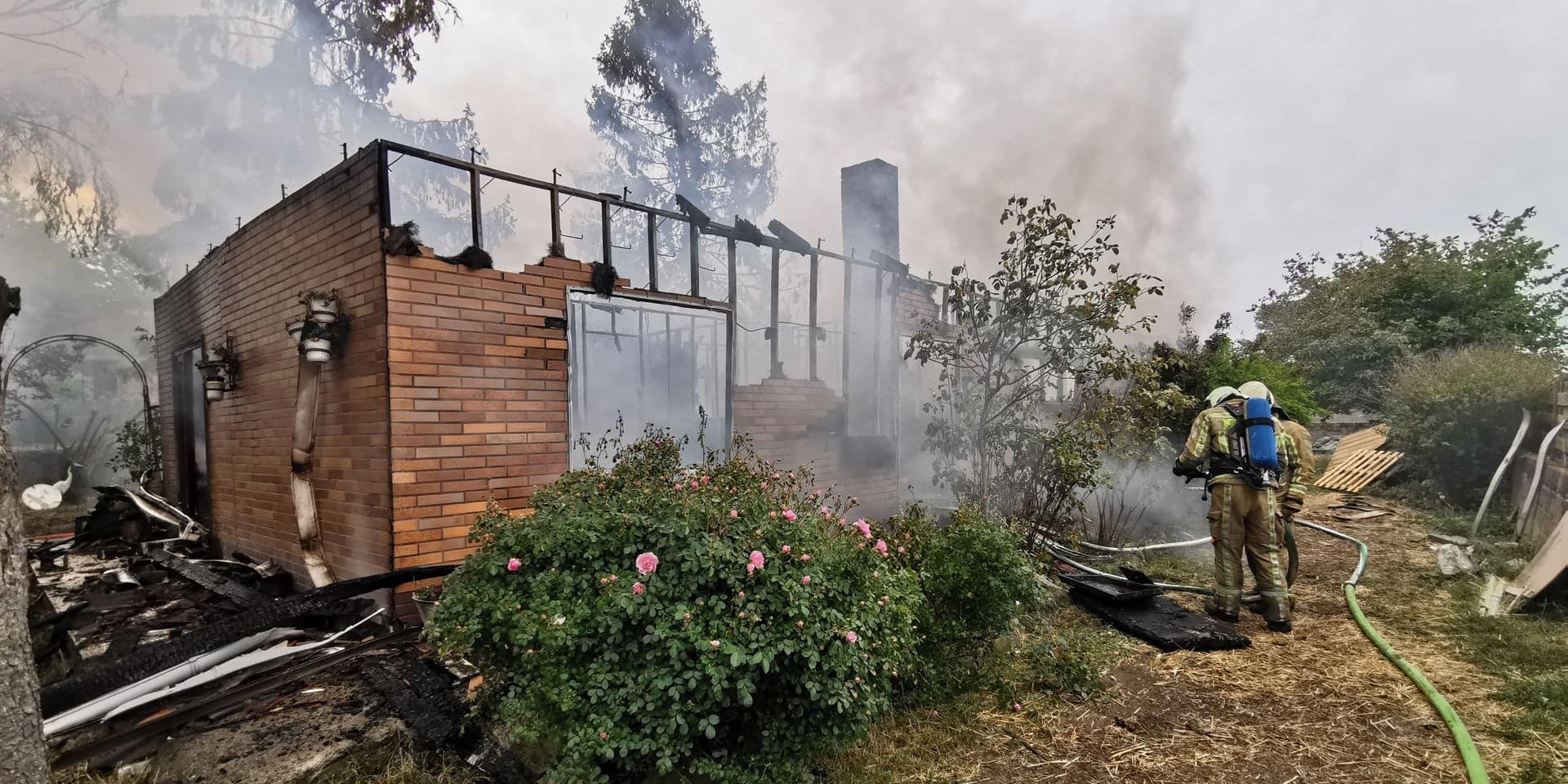 Leers-et-Fosteau: une maison détruite par les flammes