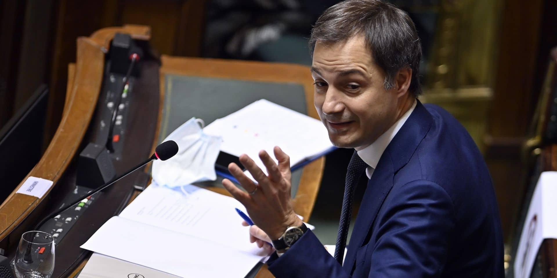 """Attaqué par l'opposition sur le budget, Alexander De Croo réagit: """"Certains semblent oublier la crise"""""""