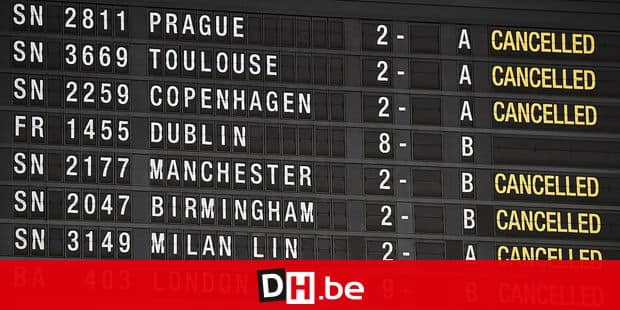 Illustration picture shows the informations board with cancelled flights, at Brussels Airport, as cold temperatures sweep Belgium, Monday 11 December 2017. BELGA PHOTO ERIC LALMAND