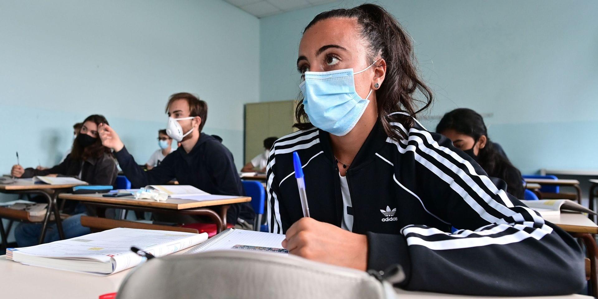Coronavirus : les infections ont surtout lieu au travail et à l'école