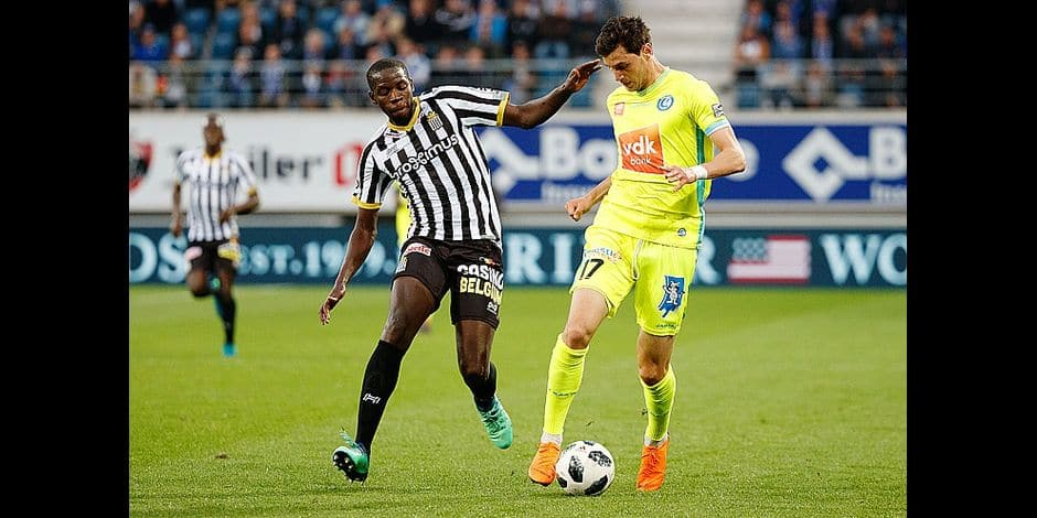 Charleroi's Christophe Diandy and Gent's Roman Yaremchuk fight for the ball during the Jupiler Pro League match between KAA Gent and Sporting Charleroi, in Gent, Friday 04 May 2018, on day seven (out of ten) of the Play-Off 1 of the Belgian soccer championship. BELGA PHOTO KURT DESPLENTER