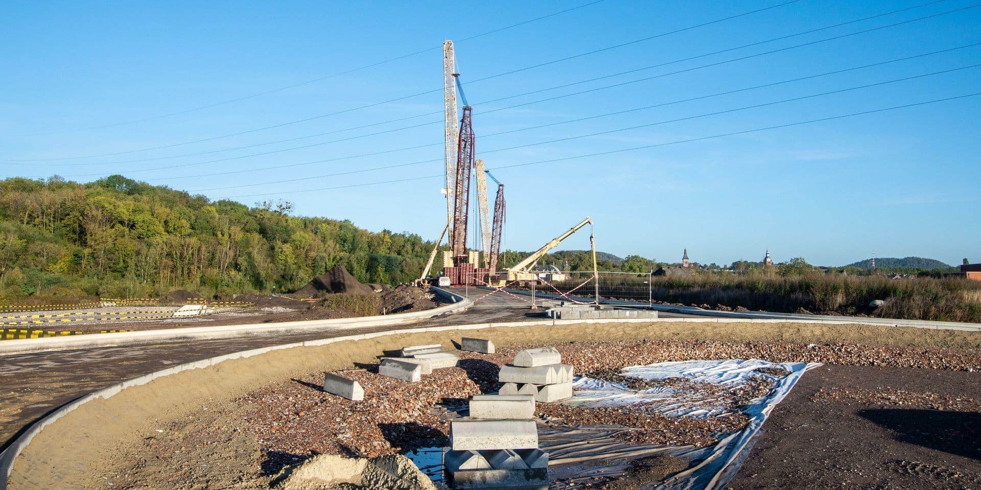 Le pont de Marchienne ne sera pas installé samedi suite à un problème technique