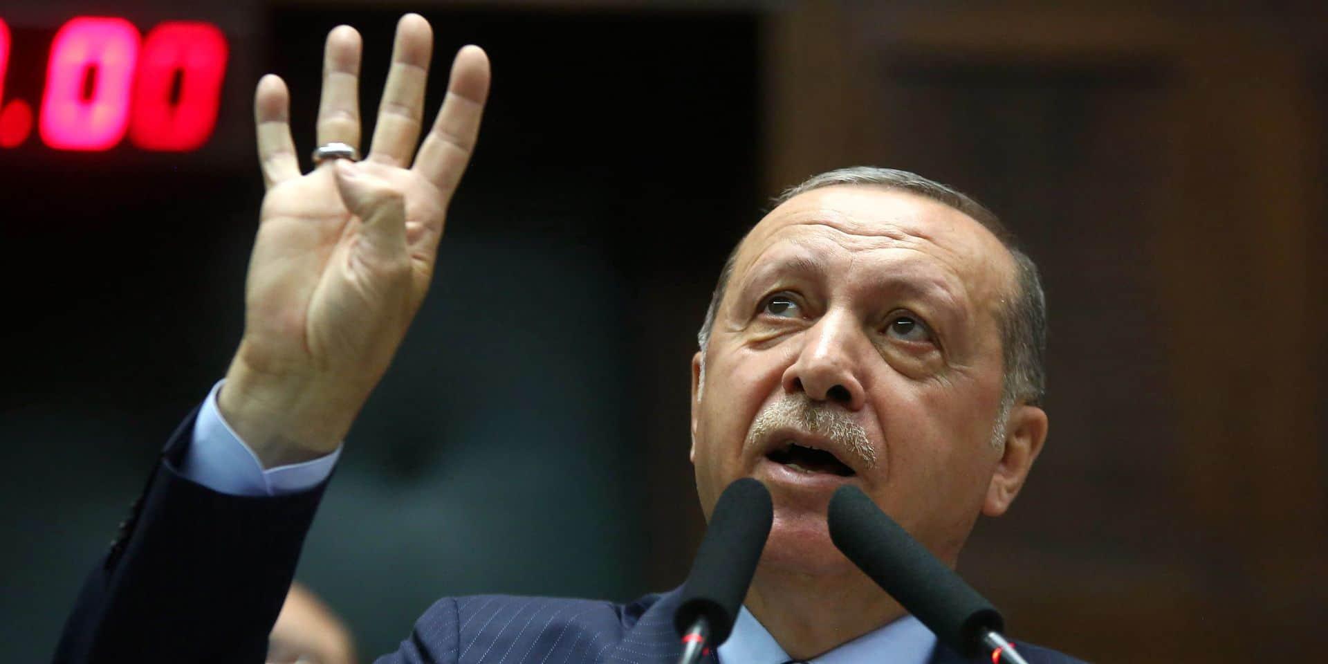 """Erdogan s'emporte contre le """"manifeste des 300"""" sur l'antisémitisme en France"""