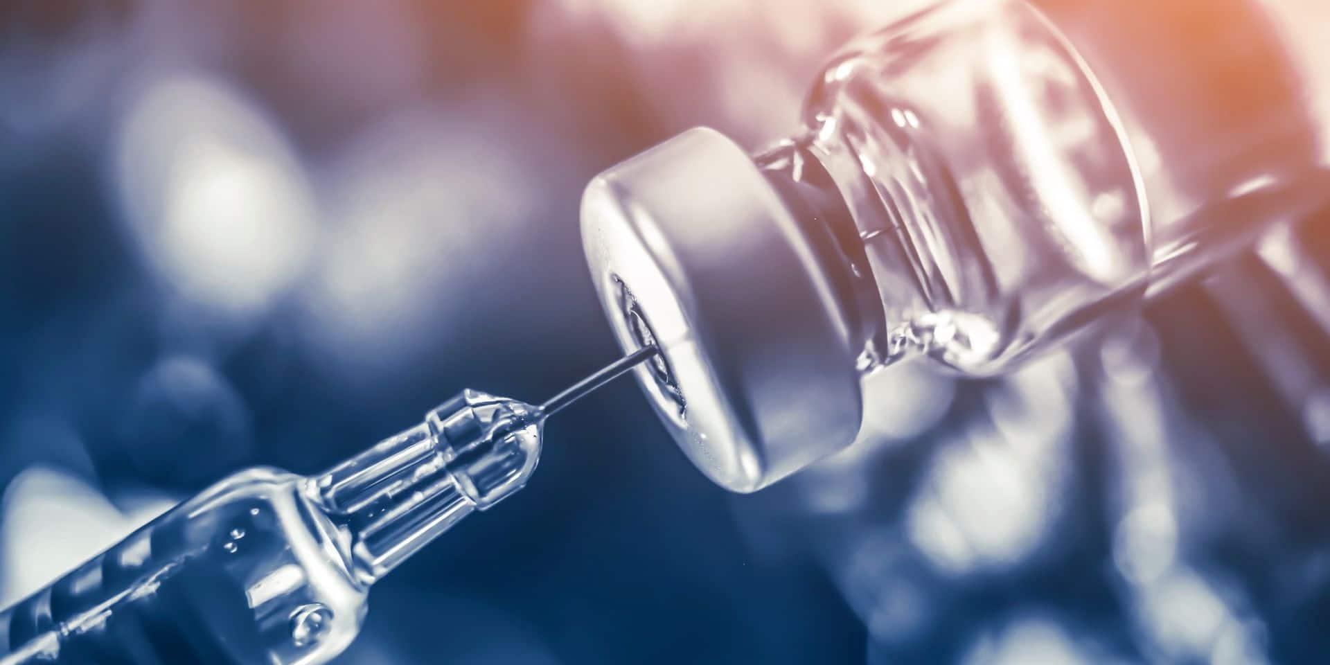 Sanofi continue de développer son propre vaccin, mais va également participer à la production de ceux de ses concurrents.