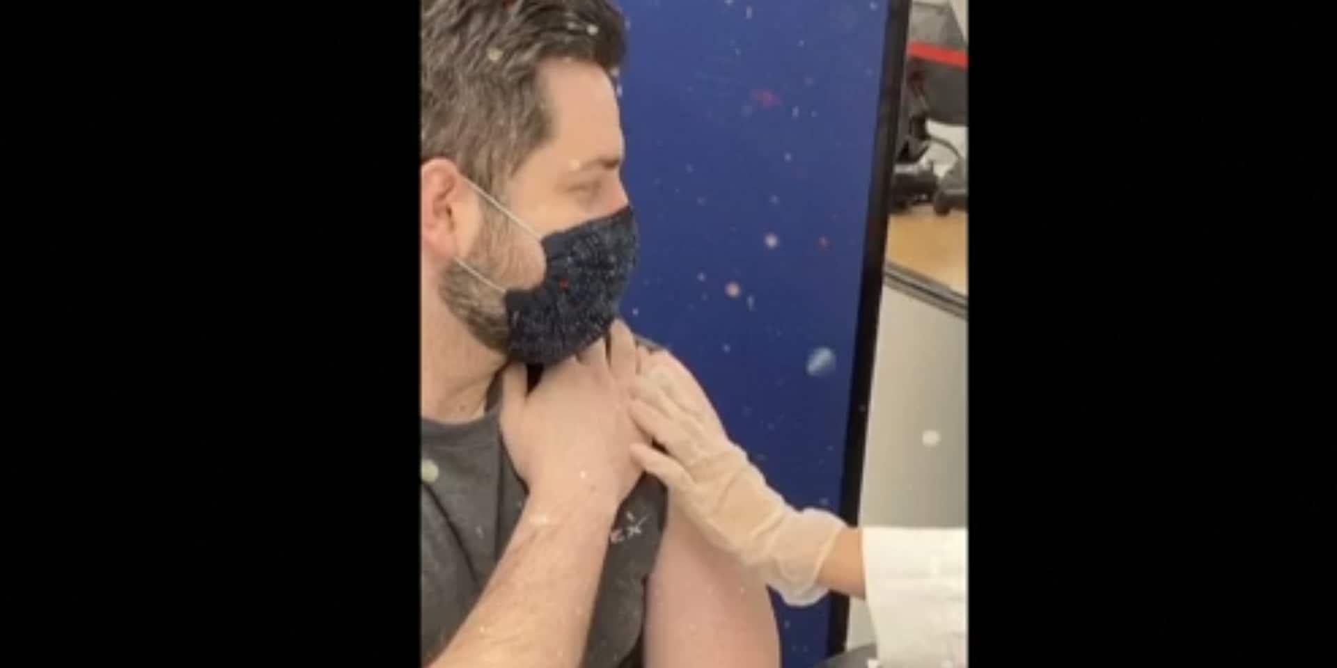 La vidéo de cet étudiant recevant un vaccin contre le coronavirus en avance devient virale