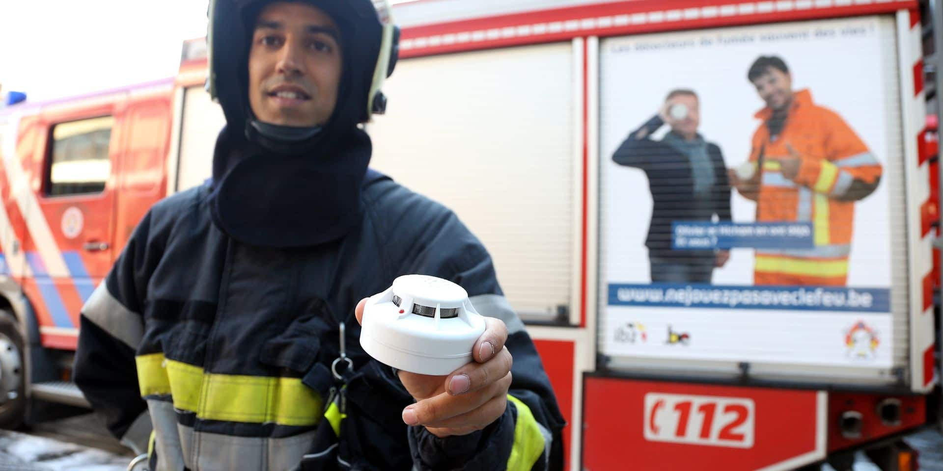 Les pompiers du SIAMU participent d'ailleurs activement à la campagne pour l'installation des détecteurs de fumée à laquelle la Secrétaire d'Etat Cécile Jodogne a apporté sa contribution.