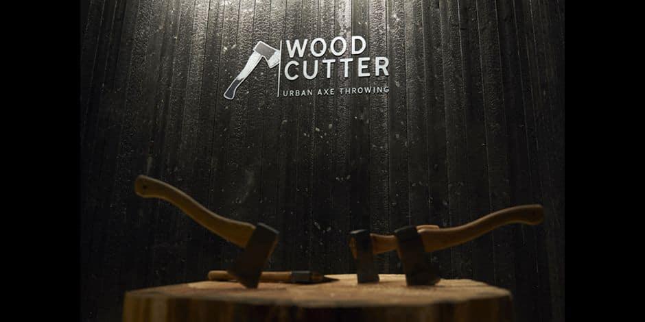 Concours réservé aux abonnés : La DH vous invite à relâcher la pression en lançant des haches ! Woodcutter est le numéro 1 de lancer de haches à Bruxelles.