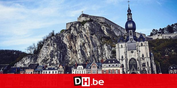 "La citadelle de Dinant et sa celebre collegiale. on the picture regarding the Belga article ""Quelque 10.000 personnes attendues au festival < Dinant Jazz >"", 26/07/2018 21:18, in DINANT. BEST QUALITY AVAILABLE - BELGA PHOTO MAXIME ASSELBERGHS"
