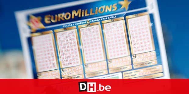 A person holds an Euromillions lottery ticket on november 14, 2012 in Nice. A lucky punter beat the French record for a Euromillions lottery today, winning a staggering 169,837,010 euros (almost $216 million), enough to buy nearly four tonnes of gold. The sole winner of the draw beats the former French record, won by a man in Calvados last year, by over seven million euros. AFP PHOTO / VALERY HACHE (Photo by VALERY HACHE / AFP)