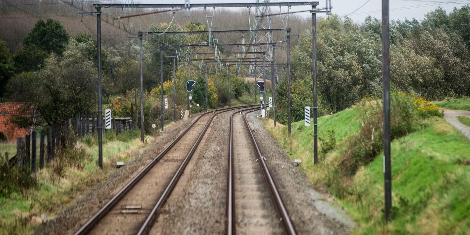 Un conducteur de train estime avoir assez travaillé et abandonne son chargement