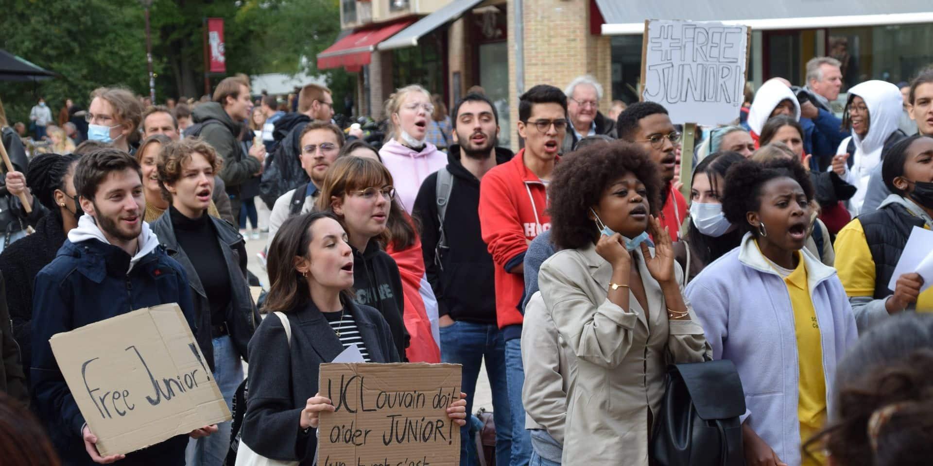 Une centaine de personnes rassemblées à Louvain-la-Neuve pour réclamer la libération de Junior