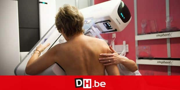 Reportage in a radiology service in a hospital in Haute-Savoie, France. Digital mammogram. Reporters / BSIP