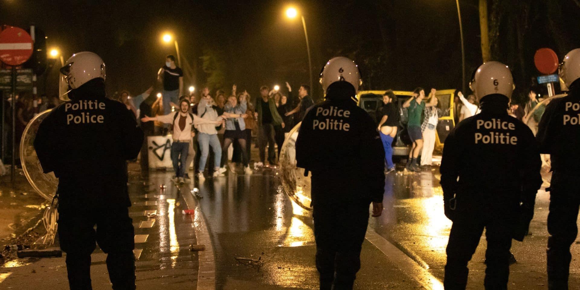 """L'un des organisateurs de """"La Boum 2"""" arrêté après avoir contacté la police sur conseil de la ministre Verlinden"""