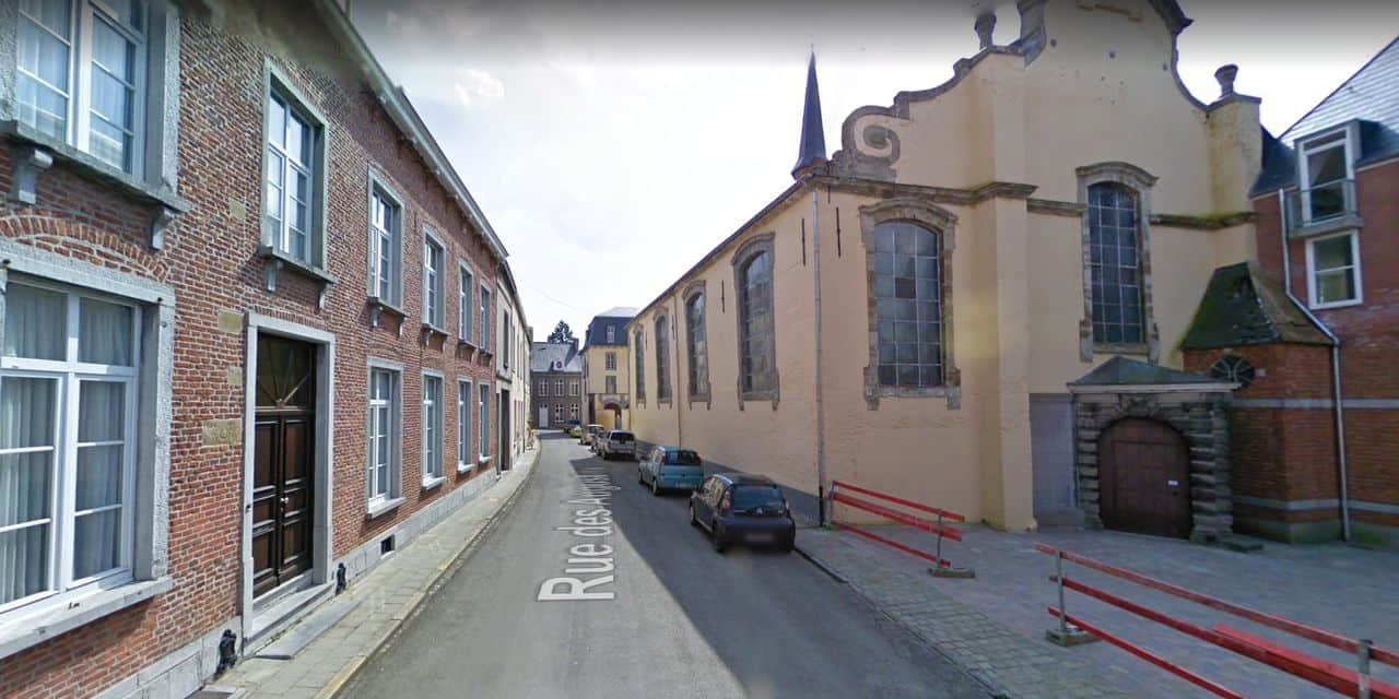Les Enghiennois se mobilisent pour que la rue des Augustins, convoitée par un promoteur immobilier, soit classée par la Région Wallonne.