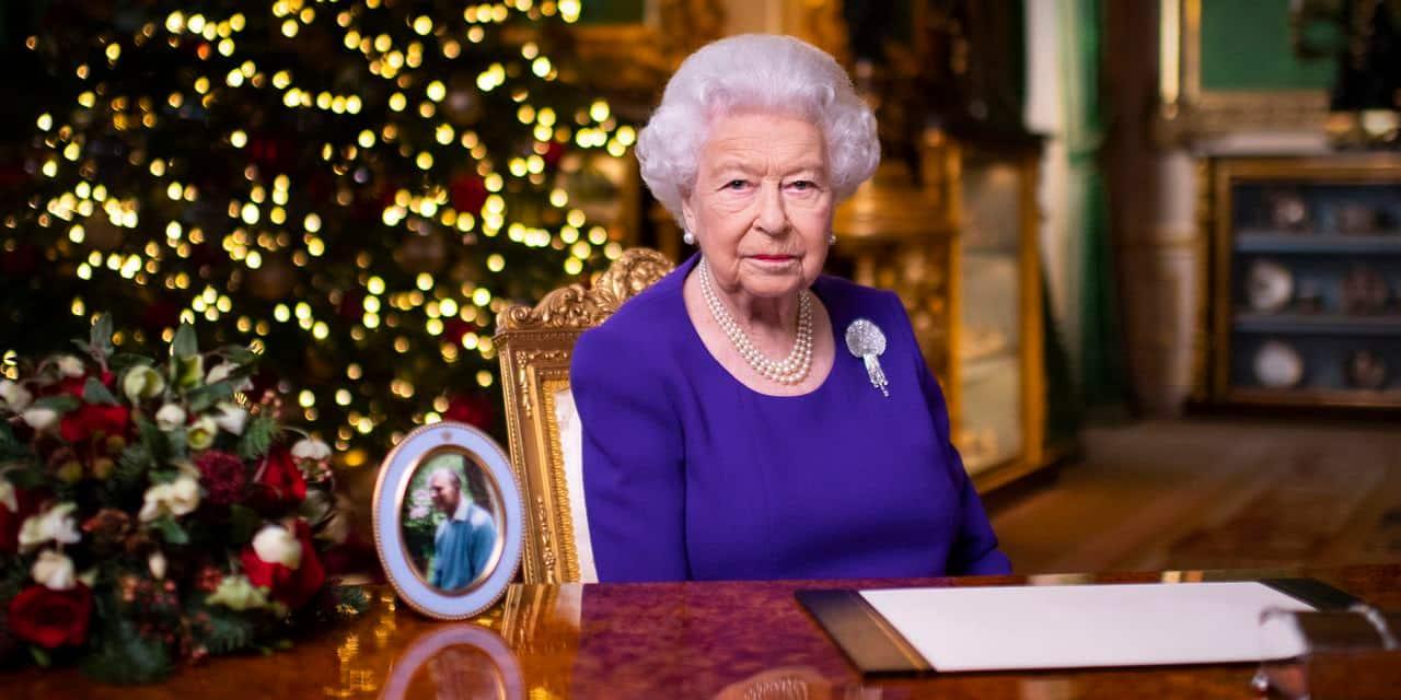 """""""Vous n'êtes pas seuls"""", assure Elizabeth II aux Britanniques"""