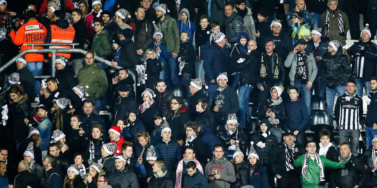 20151226 - CHARLEROI, BELGIUM: Charleroi's supporters pictured during the Jupiler Pro League match between Sporting Charleroi and KRC Genk, in Charleroi, Saturday 26 December 2015, on the twenty-first day of the Belgian soccer championship. BELGA PHOTO VIRGINIE LEFOUR