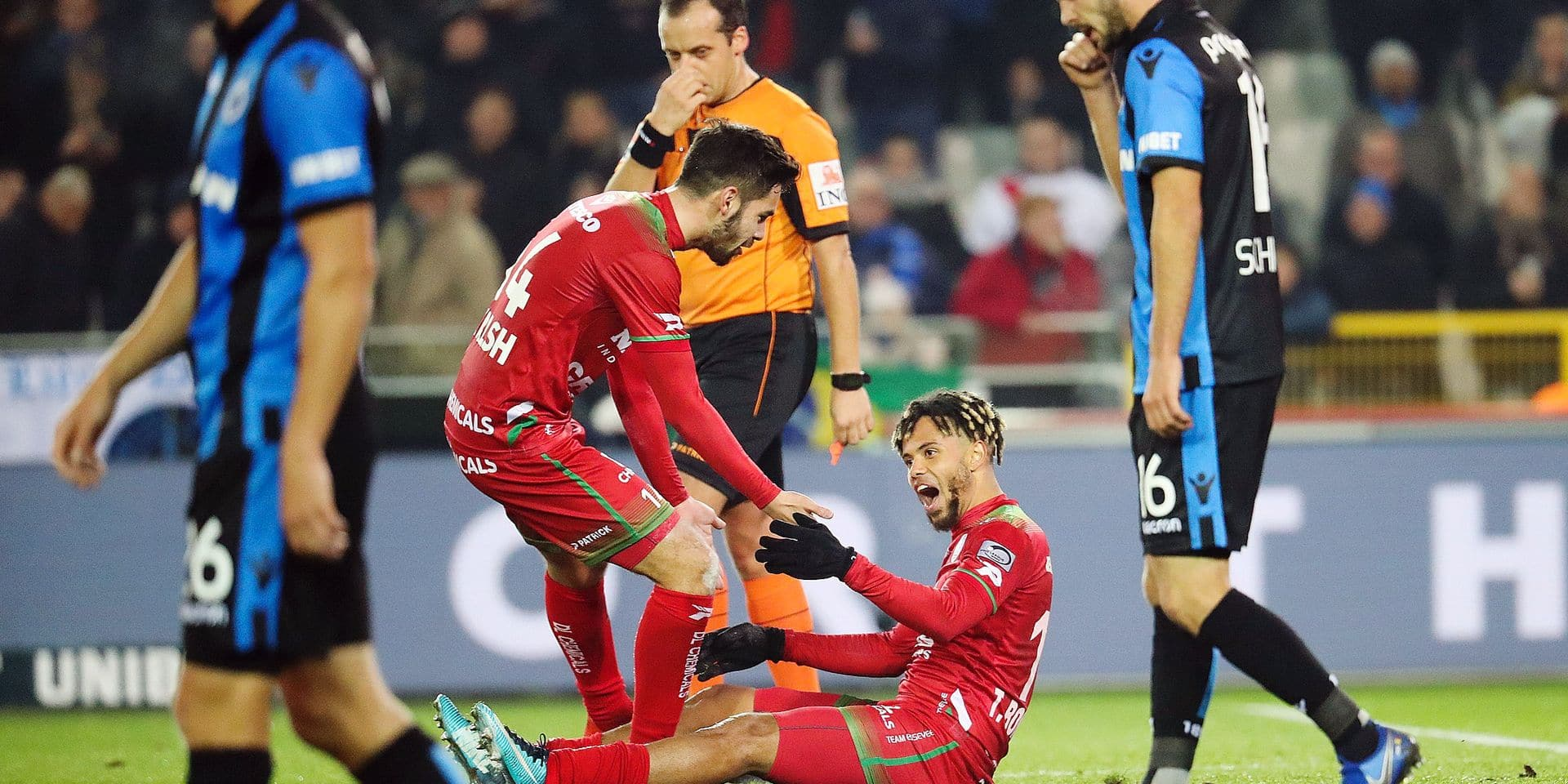 Essevee's Theo Bongonda celebrates after scoring during a soccer match between Club Brugge KSV and SV Zulte Waregem, Friday 23 November 2018 in Brugge, on the sixteenth day of the 'Jupiler Pro League' Belgian soccer championship season 2018-2019. BELGA PHOTO VIRGINIE LEFOUR
