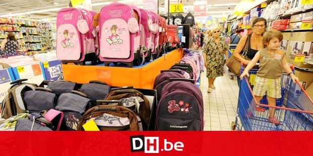 ©PHOTOPQR/LA PROVENCE /SPEICH Frederic/MARSEILLE LE 11/08/2010 - Achats de fournitures scolaires dans les rayons du supermarche Carrefour Bonneveine (Marseille 9e arrdt) en prevision de la rentree des classes