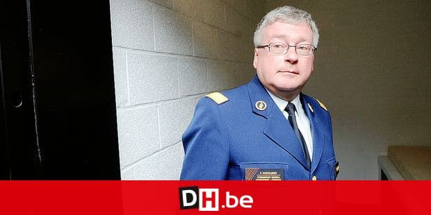 20090428 - GENT, BELGIUM: Federal police general commissioner Fernand Koekelberg pictured in a prisonner's cell during the inauguration of the new offices of the Gent harbor police, Tuesday 28 April 2009, in Gent. BELGA PHOTO HERWIG VERGULT