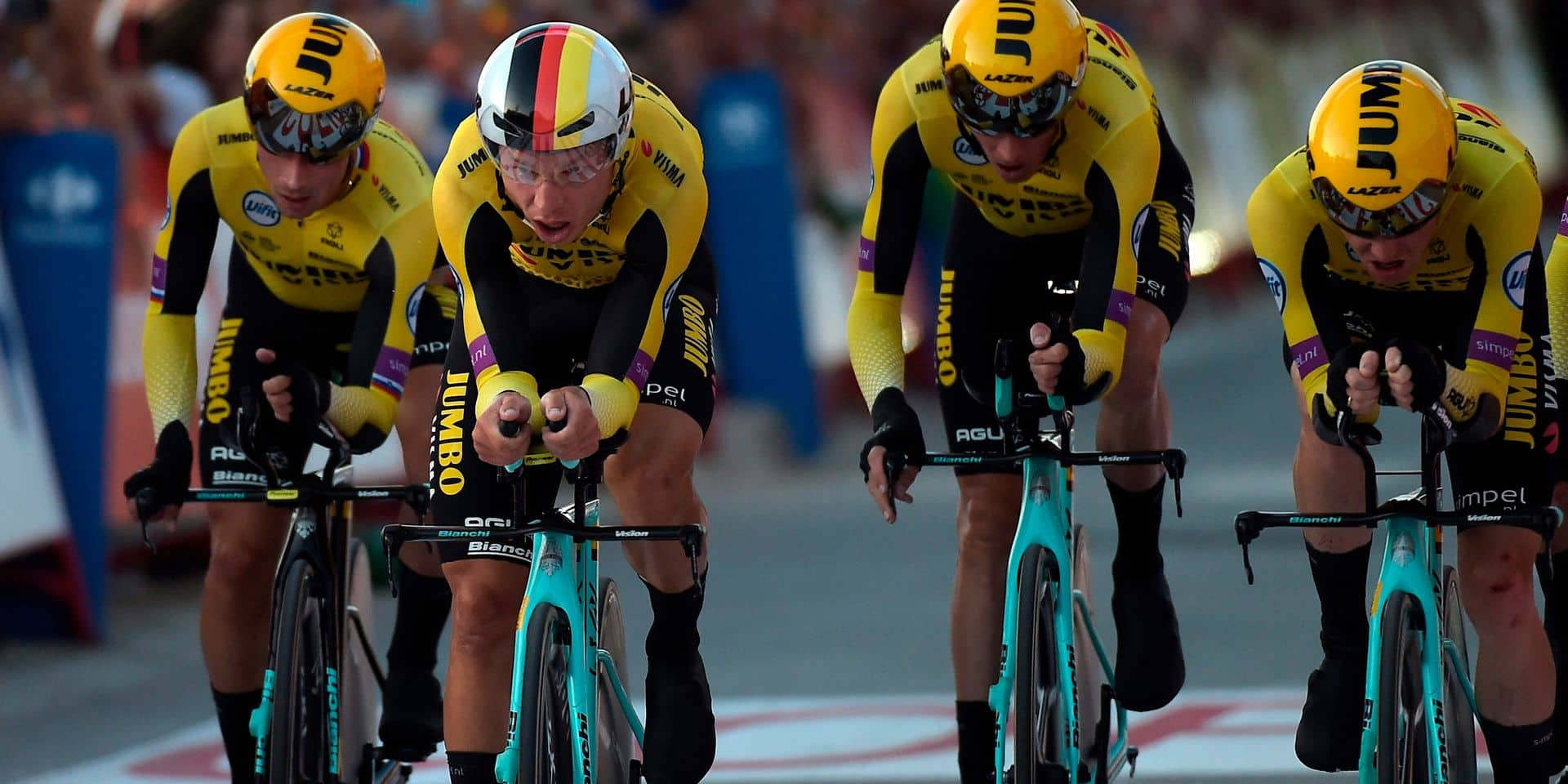 Team Jumbo Team Jumbo-Visma Slovenia's cylcist Primoz Roglic and teammates compete during the first stage of the 2019 La Vuelta cycling tour of Spain, a 13,4 km race against the clock between Salinas de Torrevieja and Torrevieja on August 24, 2019. (Photo by JOSE JORDAN / AFP)
