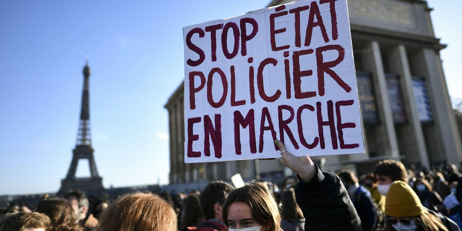 """""""Dictature en marche"""": des milliers de manifestants en France contre la loi controversée sur la """"sécurité globale"""", des incidents à Paris"""
