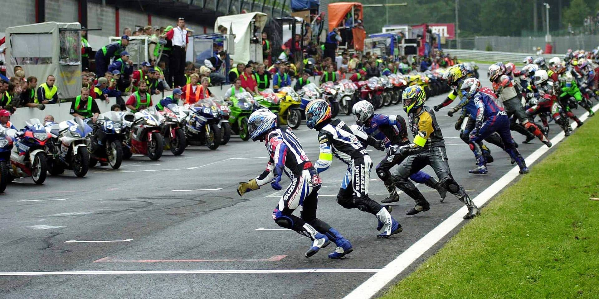BRU84 - 20030705 - SPA, BELGIUM : Riders run to their moto at the start of the 24 hours moto of Spa francorchamps, Liege 24 hours, Saturday 05 July 2003, in Spa. BELGA PHOTO MICHEL KRAKOSKI