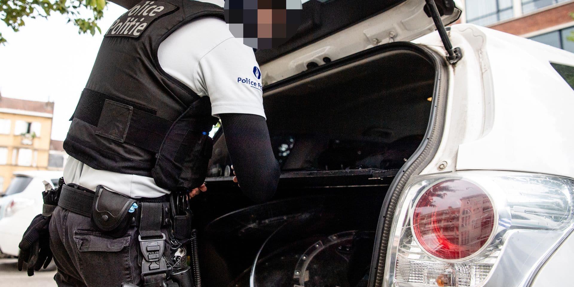 Anderlecht: Patrouille avec des policiers de la zone midi lors de l instauration du port du masque obligatoire - police - masque