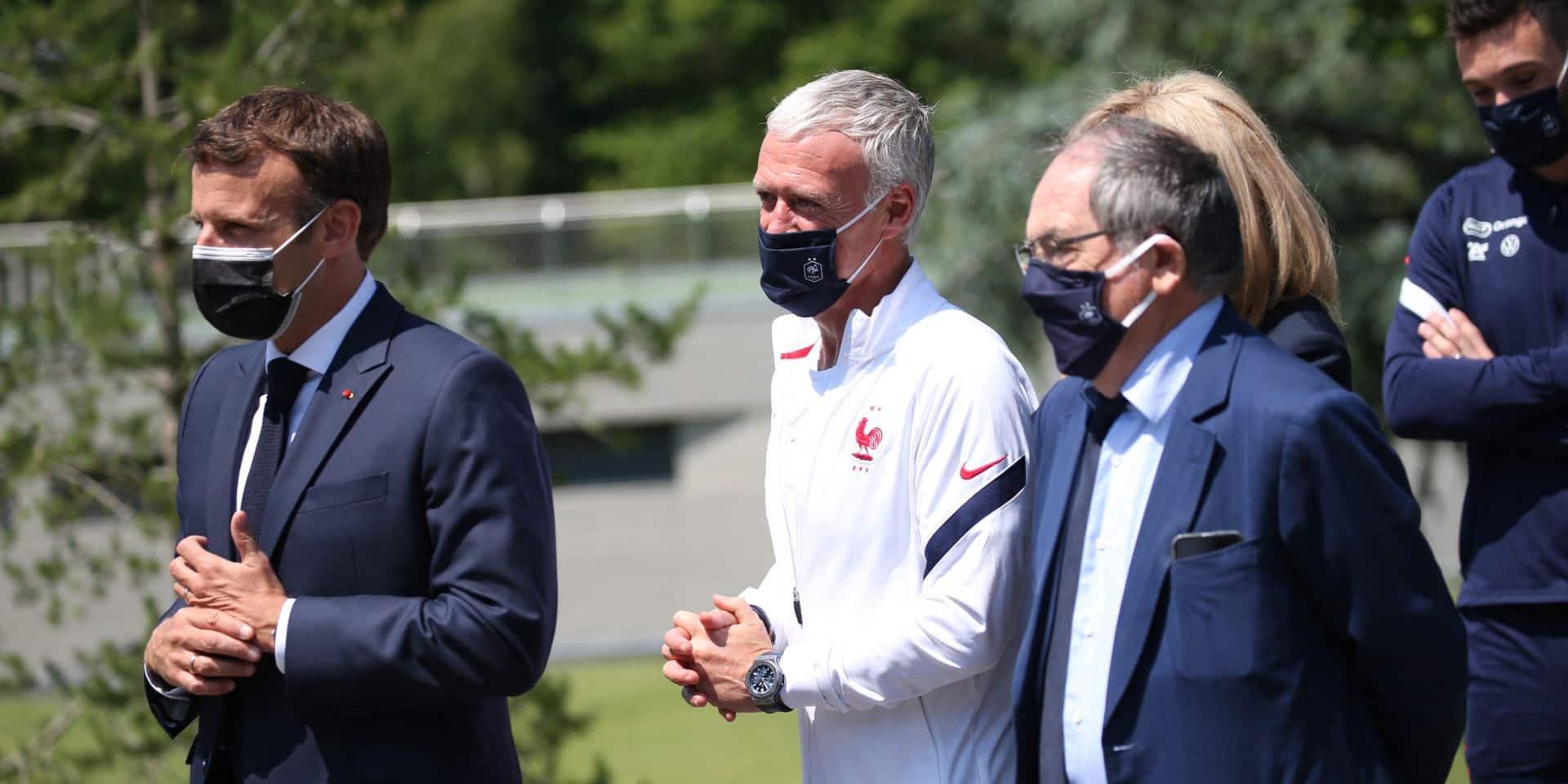 Le président Emmanuel Macron titulaire aux côtés d'Arsène Wenger et Marcel Desailly dans un match caritatif