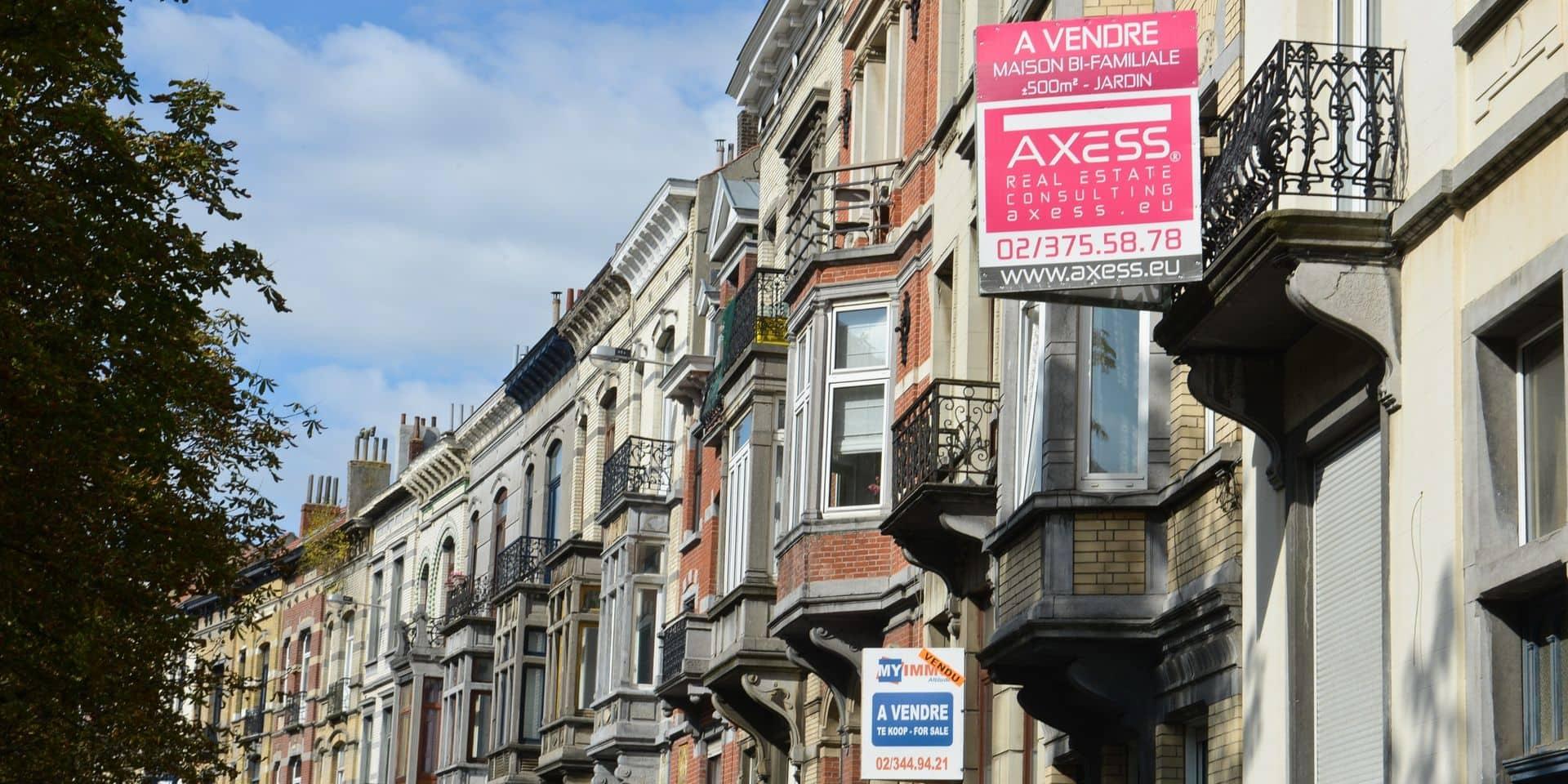 Moins de 160.000 euros pour une maison dans le Hainaut, plus de 250.000 euros pour un appartement à Bruxelles