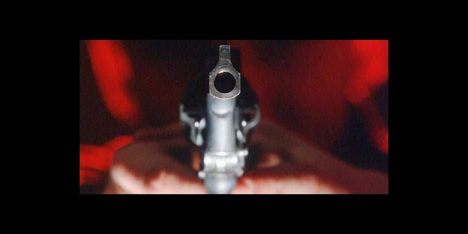Mazy : armé d'un pistolet d'alarme et d'un autre à plomb pour venger un ami