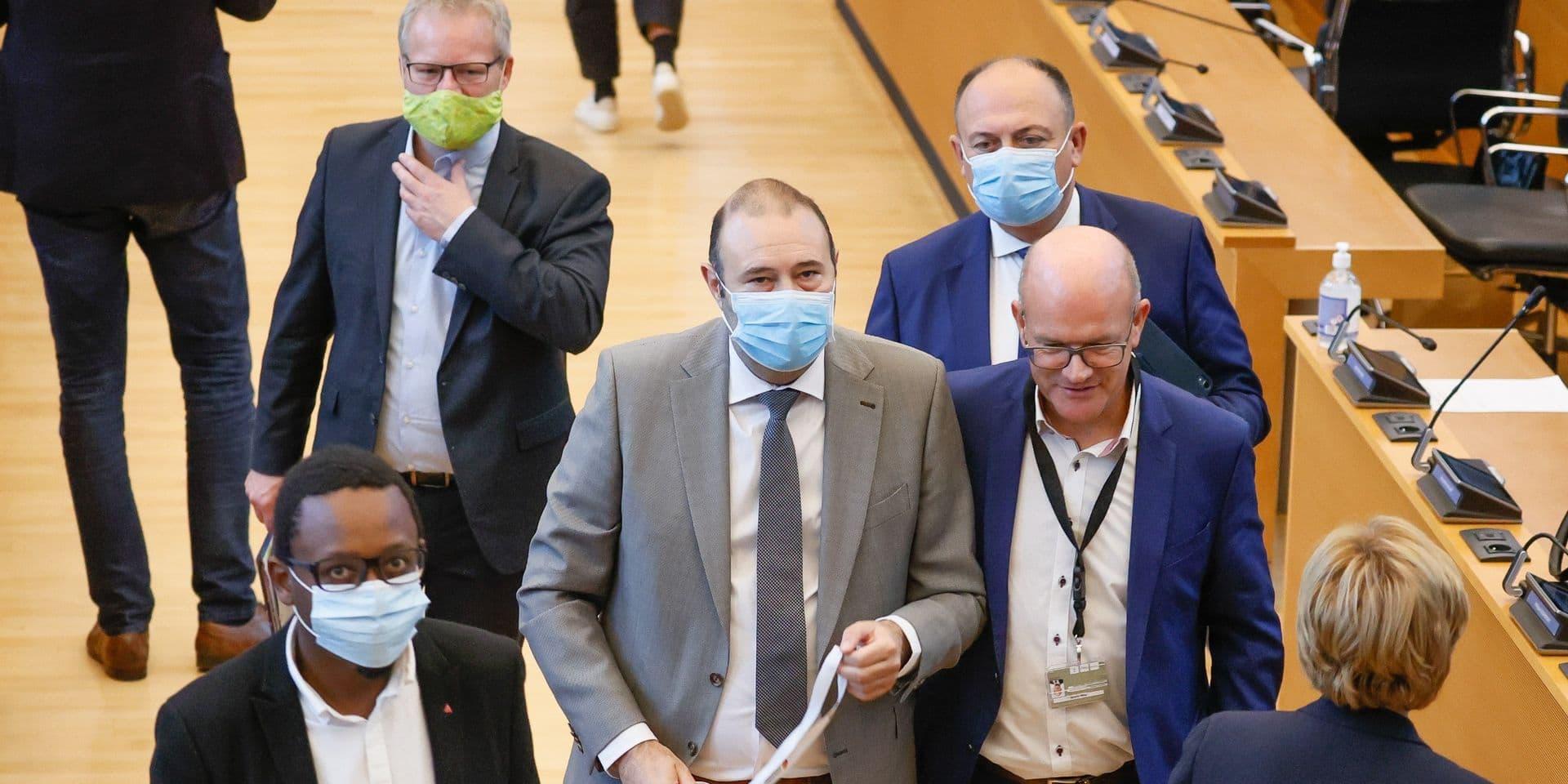 Christophe Collignon prête serment devant le parlement wallon; François Bellot y revient