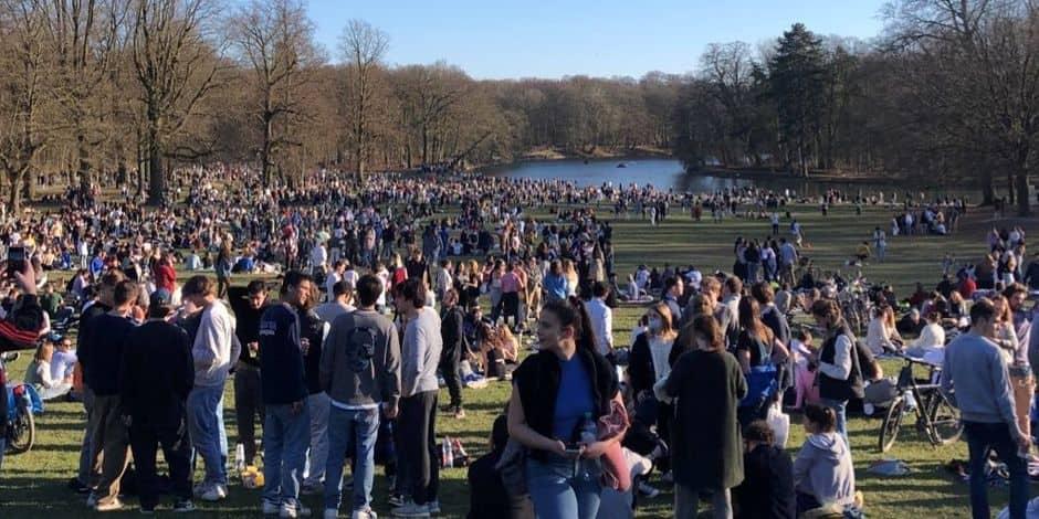 """Aucune amende malgré le non-respect du port du masque dans les parcs bruxellois: """"La police veille mais ne peut pas être partout"""""""