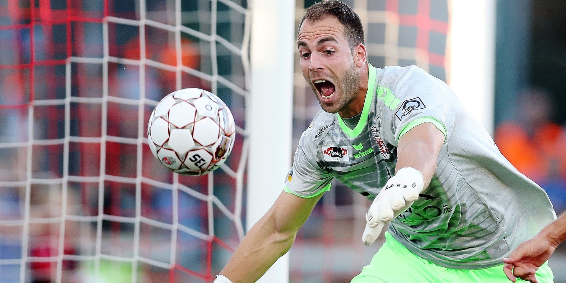 Mouscron's goalkeeper Olivier Werner pictured during the Jupiler Pro League match between Mouscron and Club Brugge, in Mouscron, Sunday 05 August 2018, on the second day of the Jupiler Pro League, the Belgian soccer championship season 2018-2019. BELGA PHOTO BRUNO FAHY