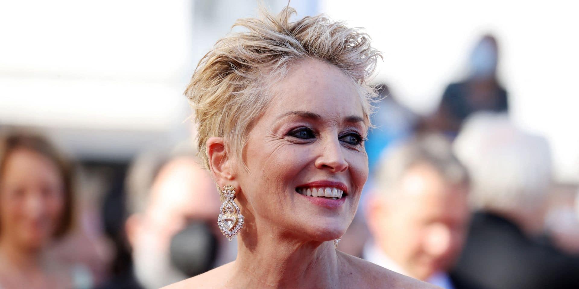 Sharon Stone vole la vedette à Cannes dans une robe époustouflante