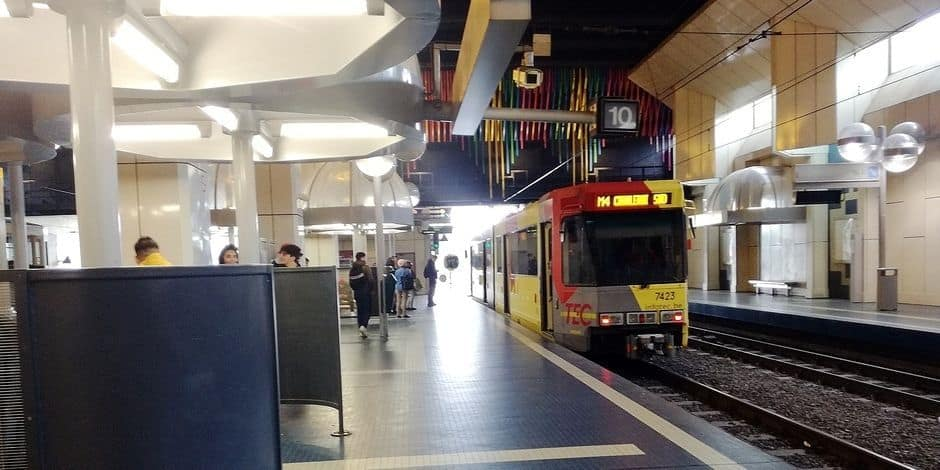 Violente agression dans le métro de Charleroi: les images des caméras accablent John R., qui niait jusqu'à présent