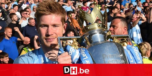 Manchester City's Belgian midfielder Kevin De Bruyne poses with the Premier League trophy after their 4-1 victory in the English Premier League football match between Brighton and Hove Albion and Manchester City at the American Express Community Stadium in Brighton, southern England on May 12, 2019. - Manchester City held off a titanic challenge from Liverpool to become the first side in a decade to retain the Premier League on Sunday by coming from behind to beat Brighton 4-1 on Sunday. (Photo by Glyn KIRK / AFP) / RESTRICTED TO EDITORIAL USE. No use with unauthorized audio, video, data, fixture lists, club/league logos or 'live' services. Online in-match use limited to 120 images. An additional 40 images may be used in extra time. No video emulation. Social media in-match use limited to 120 images. An additional 40 images may be used in extra time. No use in betting publications, games or single club/league/player publications. /
