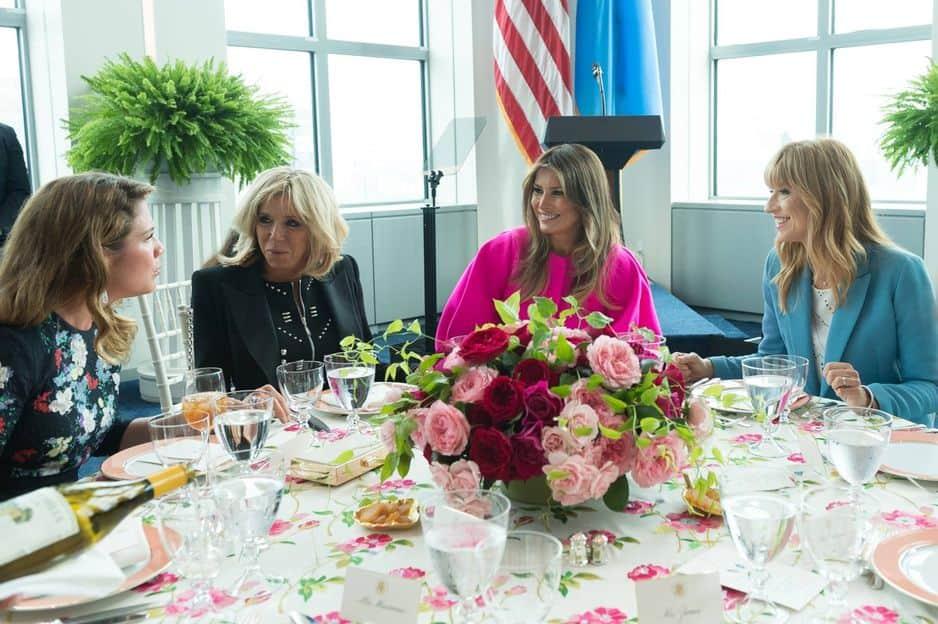 Lors du G7, entre épouses.