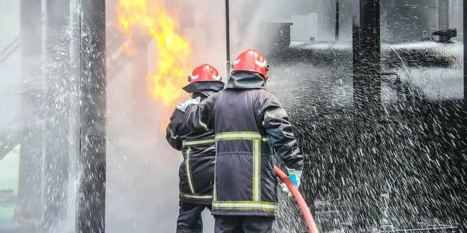 Incendie dans un bâtiment abritant plusieurs entreprises à Henri-Chapelle