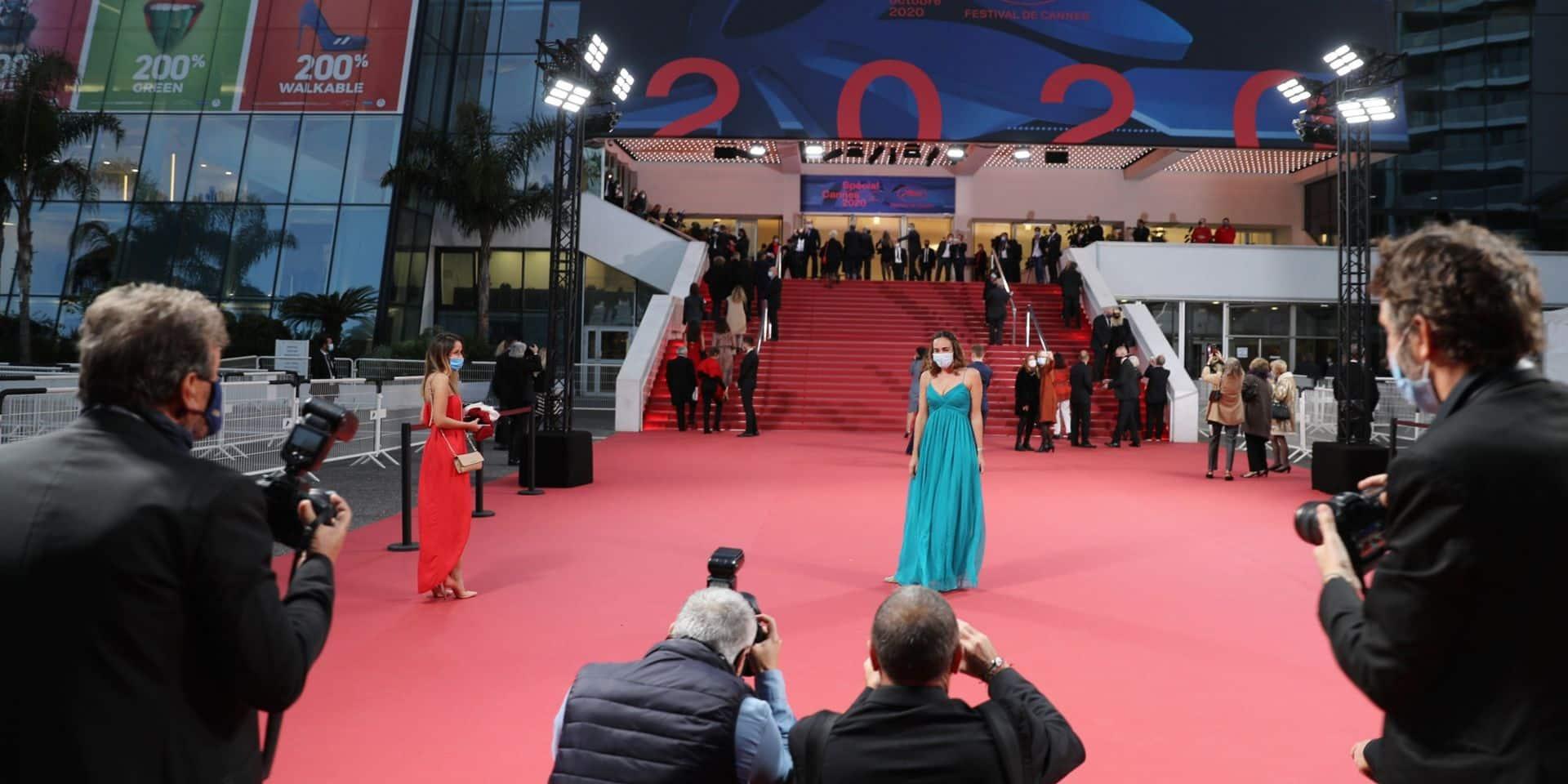 Tapis rouge et robes de soirée: l'édition symbolique du Festival de Cannes s'est ouverte