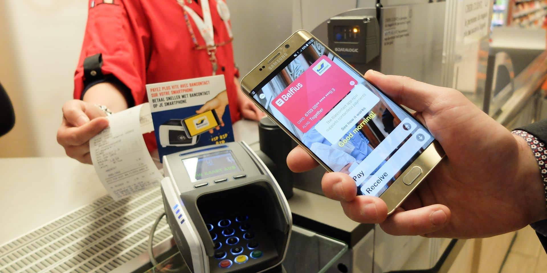 Bancontact offre au grand public le paiement sans contact via smartphone au Delhaize Chazal à Schaerbeek