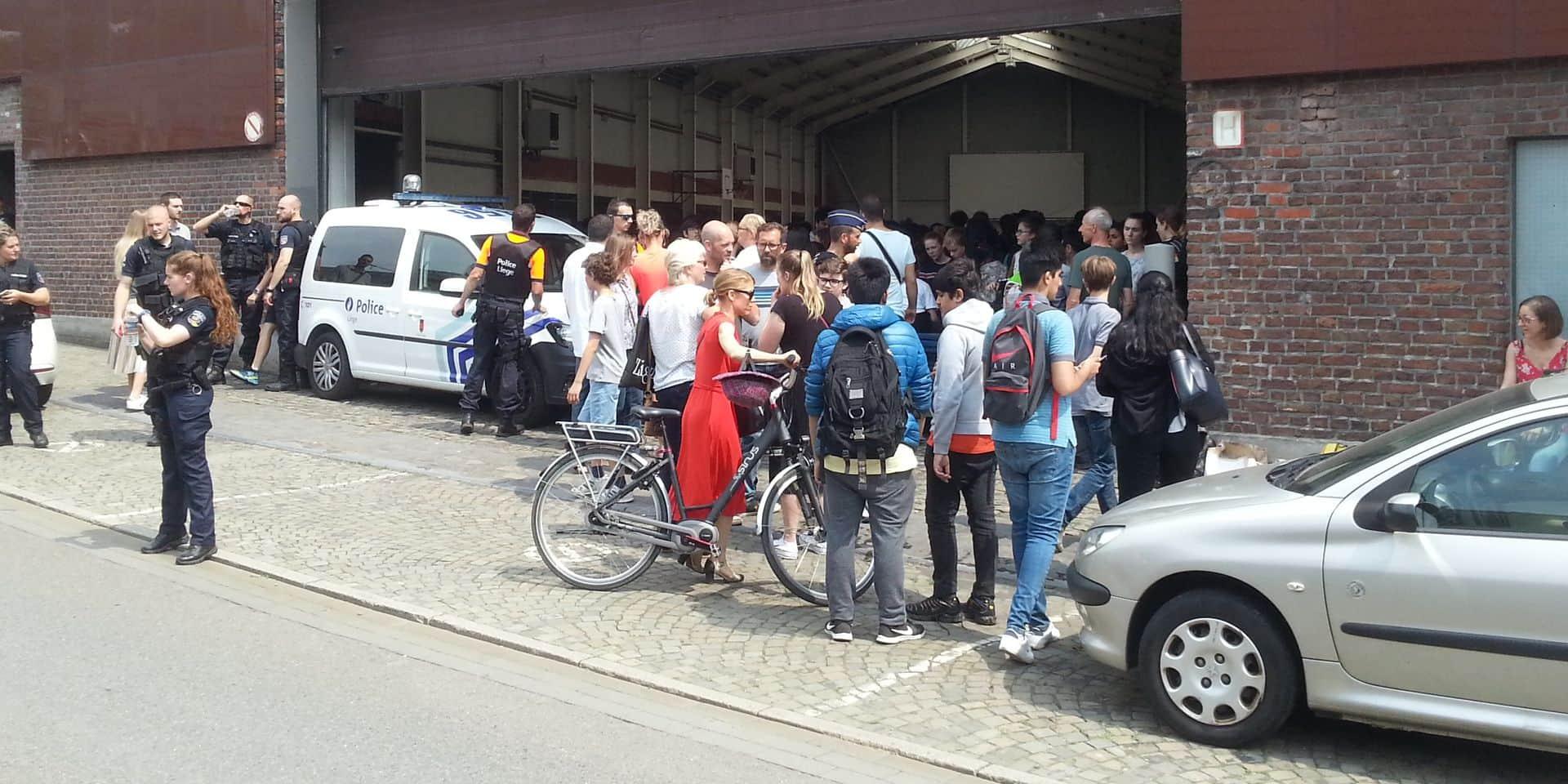 Fusillade et prise d'otage à Liège : Les élèves de l'athénée de Waha et leurs parents témoignent