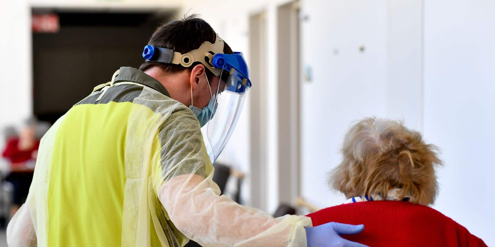 Le personnel des maisons de repos bruxelloises vacciné à partir de mardi