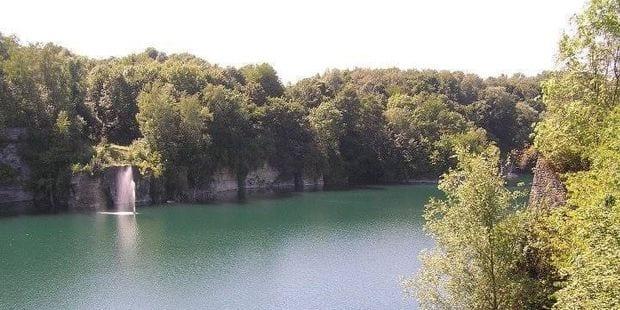 Des baigneurs bravent l'interdit aux carrières d'Écaussinnes