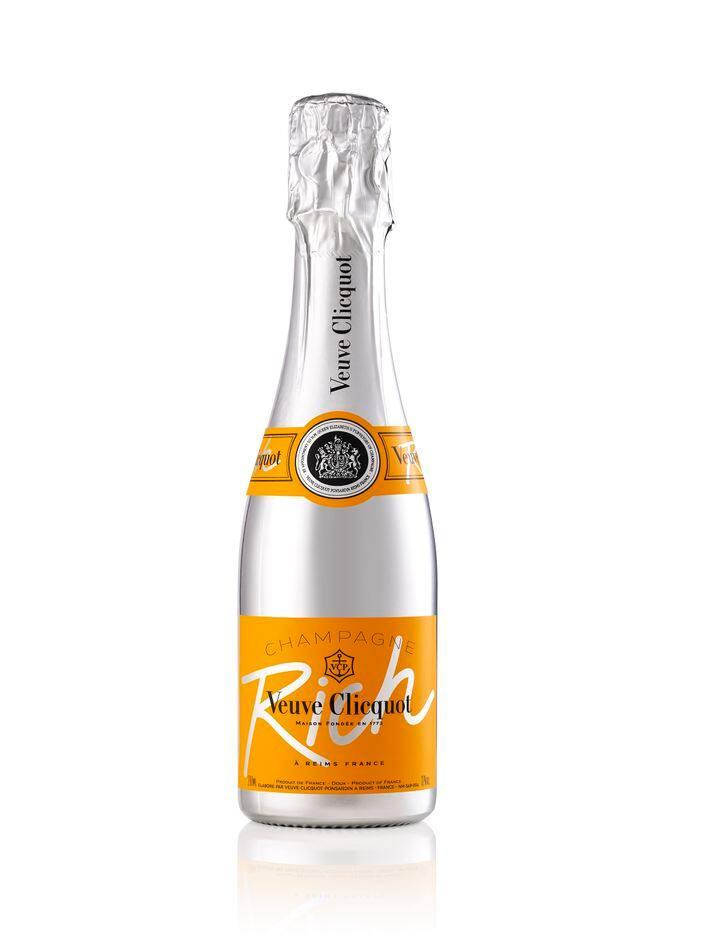 C'est le moment de faire claquer le champagne ! Avec cette bouteille de Veuve Clicquot un peu bling, drôlement bonne. Env. 35€