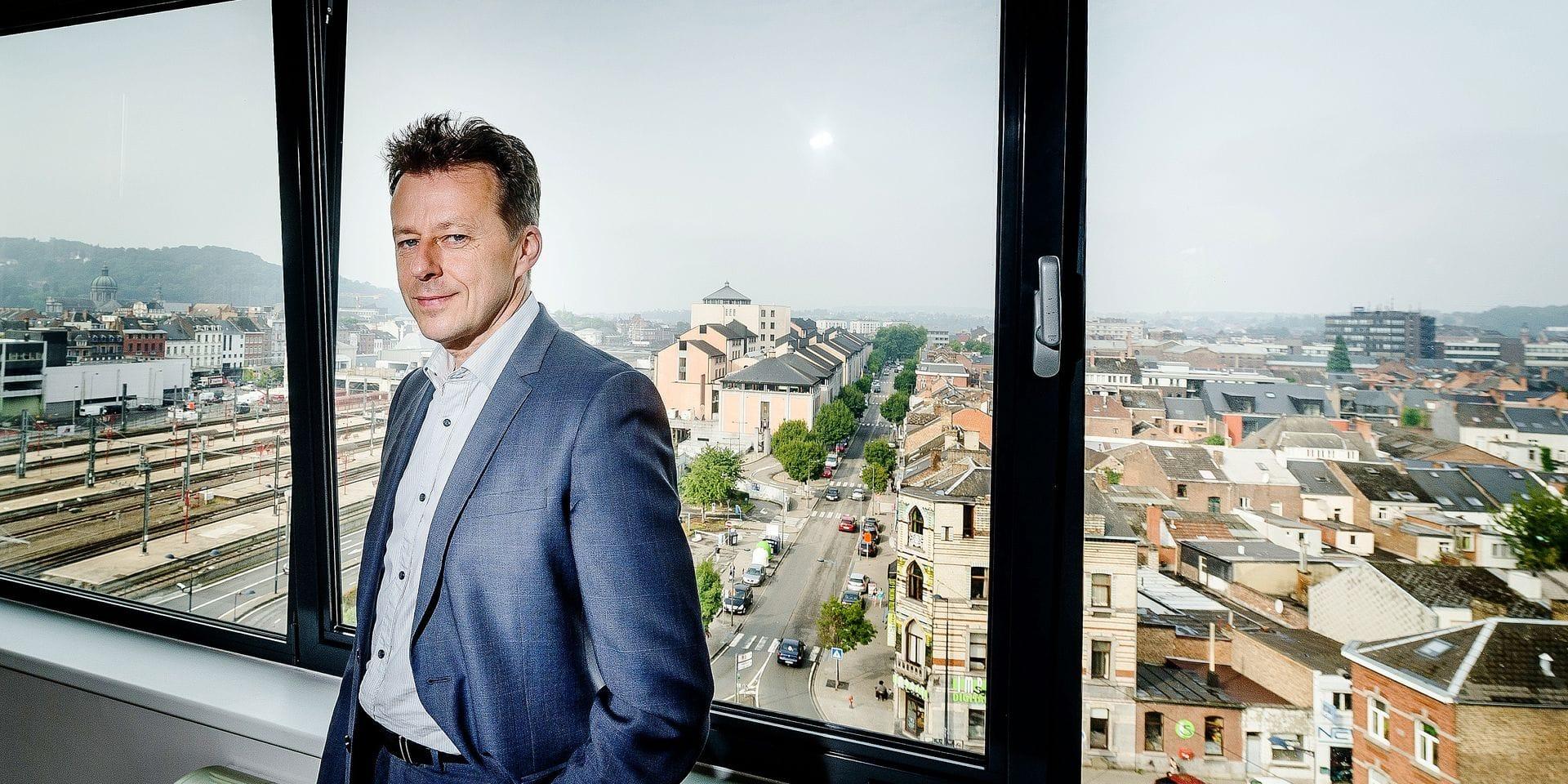 Namur - Chaussee de Louvain: Carlo Di Antonio (CDH) Ministre de l'Environnement, de l'Aménagement du territoire, de la Mobilité et des Transports, des Aéroports et du Bien-être animal