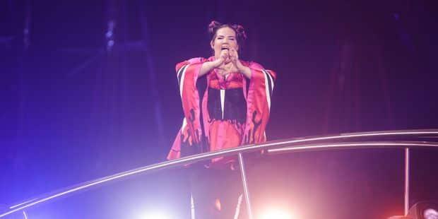 Eurovision: quand la candidate israélienne tombe dans les escaliers après sa prestation (VIDEO) - La DH