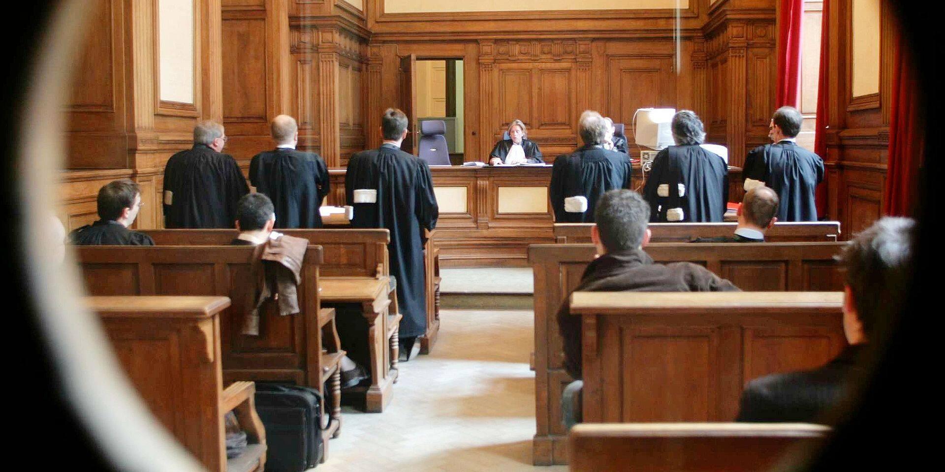 Prison avec sursis requise contre 3 gardiens pour maltraitance d'un recruteur djihadiste