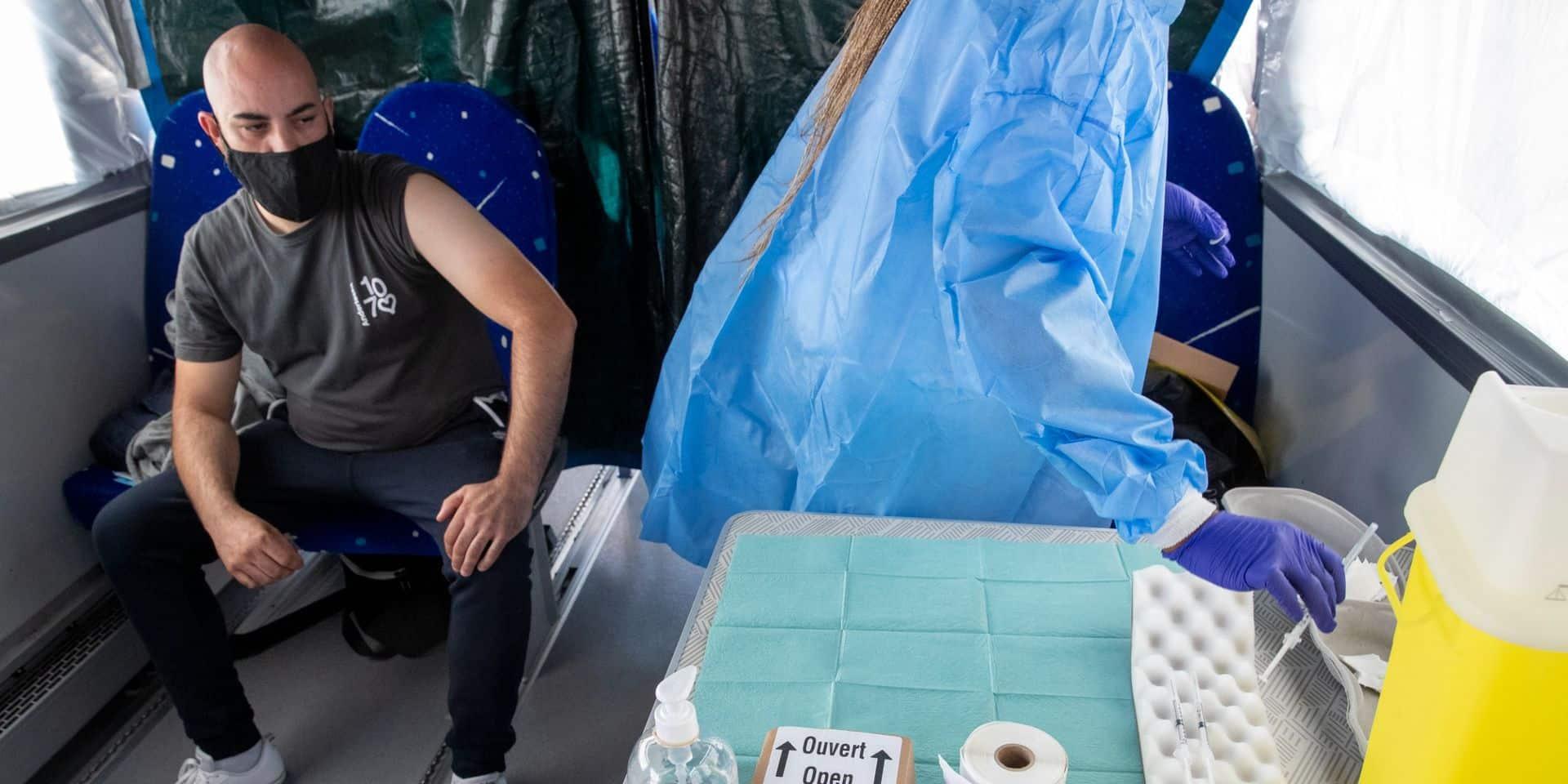 Mons: Après avoir administré près de 1.200 doses, la vaccimobile revient
